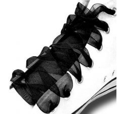 Lacets ruban noir profond