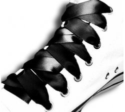 Lacets en satin noir profond