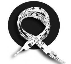 Lacets blancs coeurs noirs
